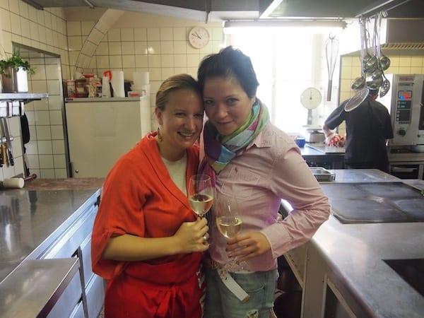"""Ob beim Kochen in Frauenkirchen selbst, Deinem Heimatort und Höhepunkte unserer """"Gans-Burgenland-Reise"""", wo wir die Gans in der Küche der """"Paprikawirtin"""" Ilona braten durften ..."""