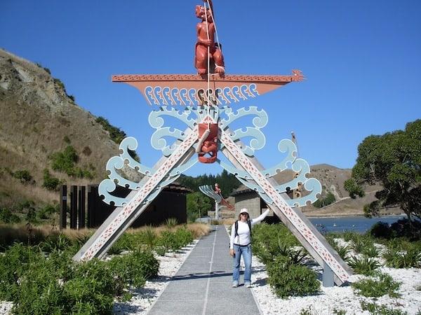 Auf dem Coastal Walk findet sich symbolisch ebenso viele Hinweise auf die Kultur der Maori: Der Legende nach kam Kupe, einer der ersten Ureinwohner hier über den polynesischen Ozean an Land.