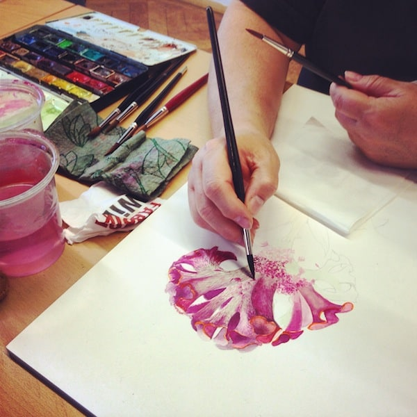 Hier im zauberhaften Ambiente der Kartause Gaming gibt sie ihre Kurse und lehrt eifrigen Damen die Kunst & Präzision dieser besonderen Form der Malerei. Faszinierend!