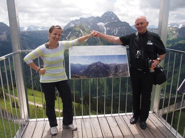 Zur Mittagszeit finden wir uns auf knapp 2.000 Meter Seehöhe wieder, am Gipfel der Warmendinger-Hornbahn in Mittelberg, Kleinwalsertal. Hier muss das Herz einfach höher schlagen!