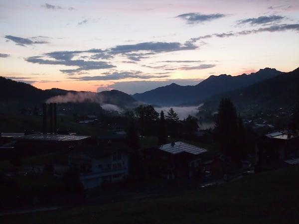 Start in den Tag: Zur Sommersaison geht die Sonne über den Bergen schon nach fünf Uhr Früh auf.