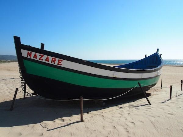 Der kleine Küstenort Nazaré im Westen Portugals weckt Reiseträume ...
