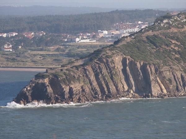 Hinter der Küste im Westen ...