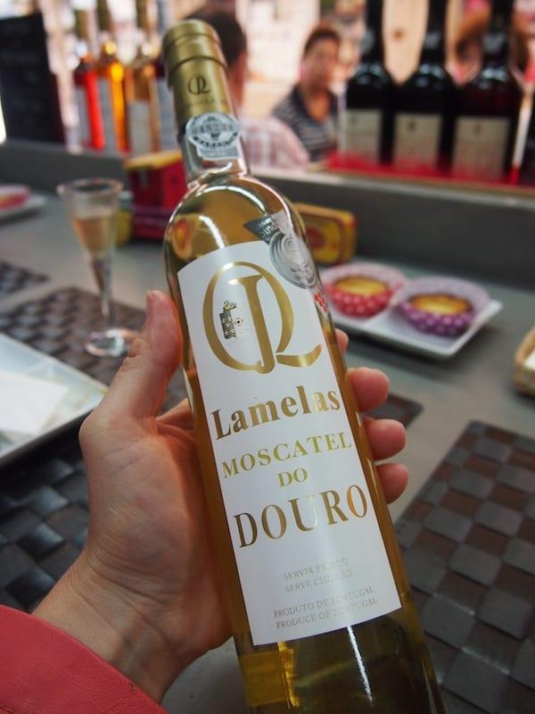 ... dazu wird süßer Moscatel-Wein gereicht ...