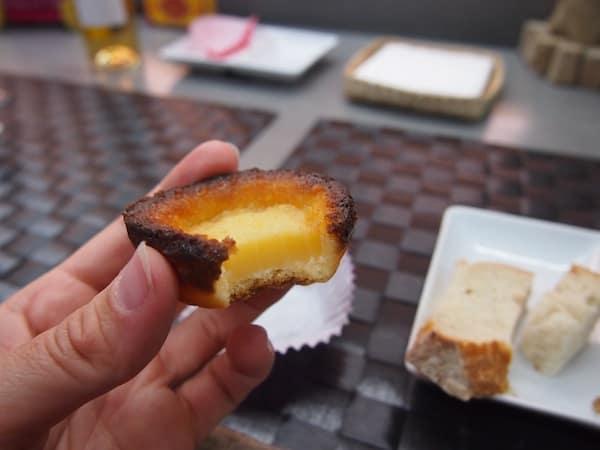 ... und auch die Nachspeise muß sein: Hausgemachte Pastell-Törtchen von der Oma höchstpersönlich gebacken.! :D