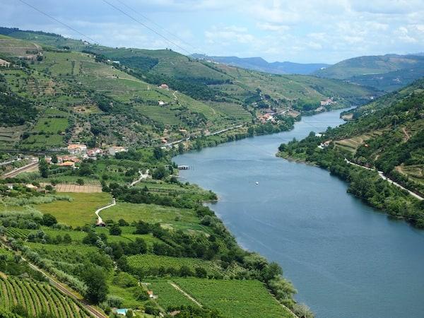 ... erlebe ich wenig später auch landschaftlich: Blick hinein in das schöne Douro-Tal.