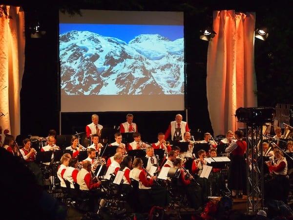 Abends noch genießen wir ein großartiges Konzert unter freiem Himmel in der GenussRegion Kleinwalsertal.