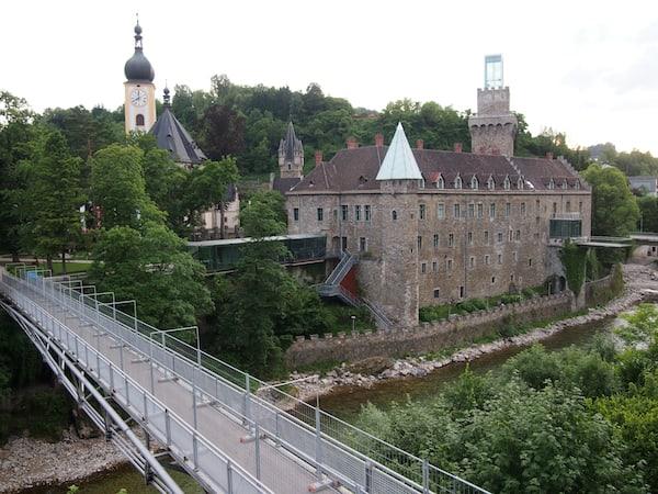 ... als Nächtigungstipp bietet sich auch hier das nahe gelegene Waidhofen an der Ybbs mit seiner Burganlage und dem Hotel Schloss an der Eisenstraße an ...