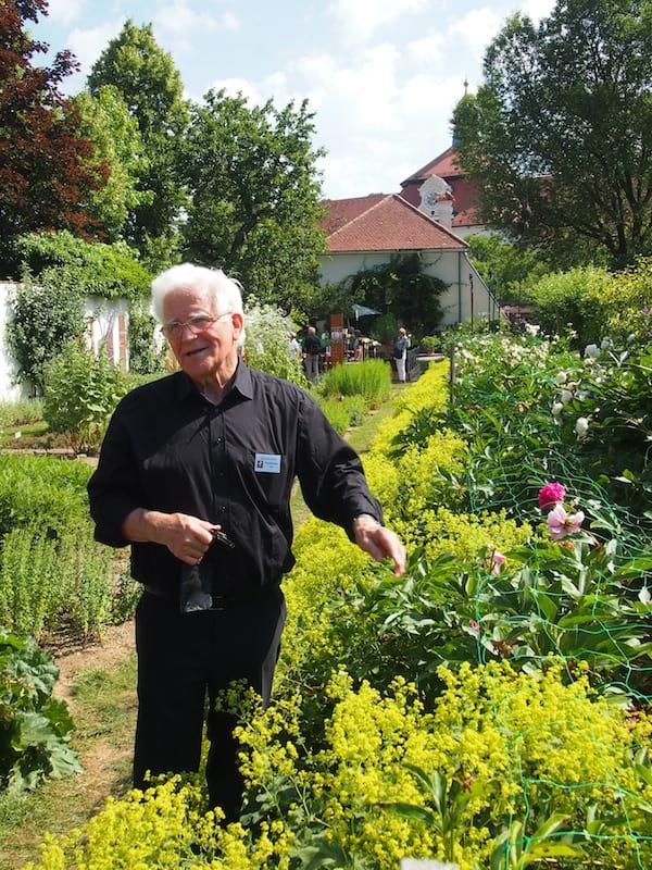 Auch hier kommen wir als Gäste und verabschieden uns als Freunde: Vielen Dank, lieber Pater Ferdinand für den zauberhaften Besuch in den Stiftsgärten von Seitenstetten!