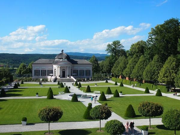 ... und auch hier am Eingang zum Stiftspark setzt sich die meisterliche Perfektion der (Garten)Kunst fort ...