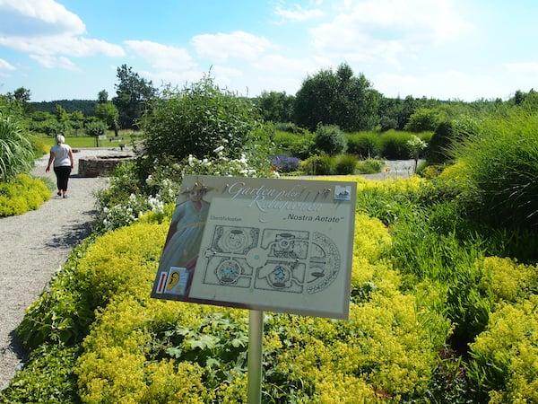 """Gleich nebenan liegt der berühmte """"Garten der Religionen"""" von Stift Altenburg."""
