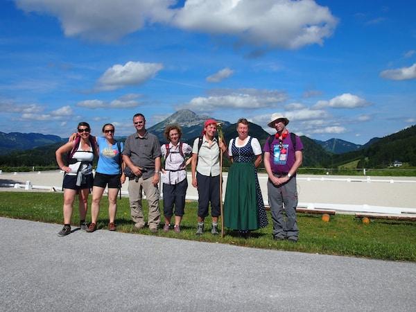 Begegnungsqualität auf der Via Sacra: Am Josefsberg treffen wir auf die nette & charmante Bürgermeisterin von Annaberg namens Petra und tauschen uns mit ihr über unsere Weggedanken aus.