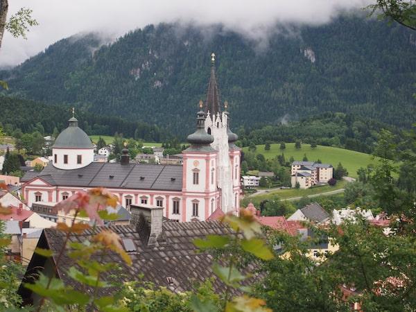 ... und als die berühmte Basilika in Mariazell endlich auftaucht, fällt alle Anstrengung von uns: Blick auf gelobtes Land, nach fast 100 Wegkilometern und 2.000 Höhenmetern Pilgerschaft ...