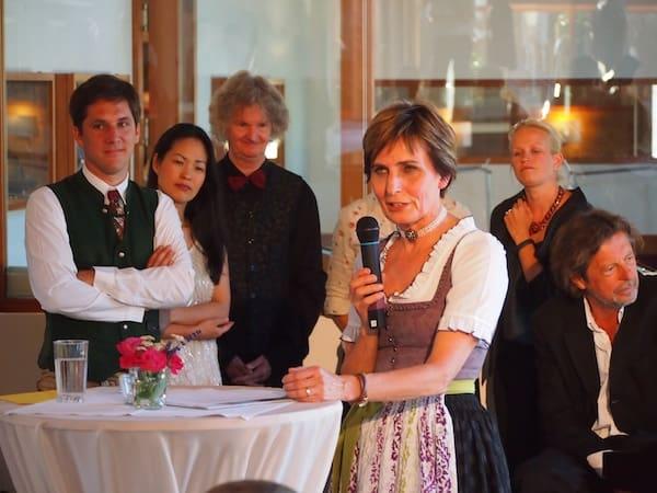 Hier begrüßt uns die engagierte Gastgeberin Regina Stocker mitsamt ihrem Team zur Präsentation des Ausseer Kultursommers in seiner musikalischen & literarischen Vielfalt.