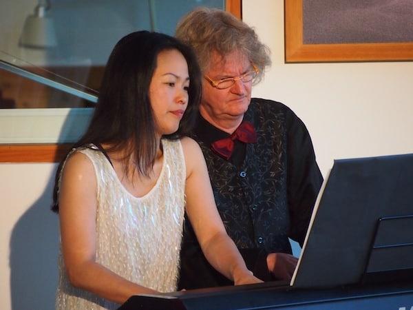 """Highlight unter all meinen """"Begegnungen im Ausseerland"""" ist jene mit dem Künstlerpaar Martyn & Tomiko van den Hoek, welche unterschiedlicher (Herkunft & Sprache) nicht sein könnten, jedoch als Pianisten am Klavier stets zu einer Einheit verschmelzen. Wunderbar ... !"""
