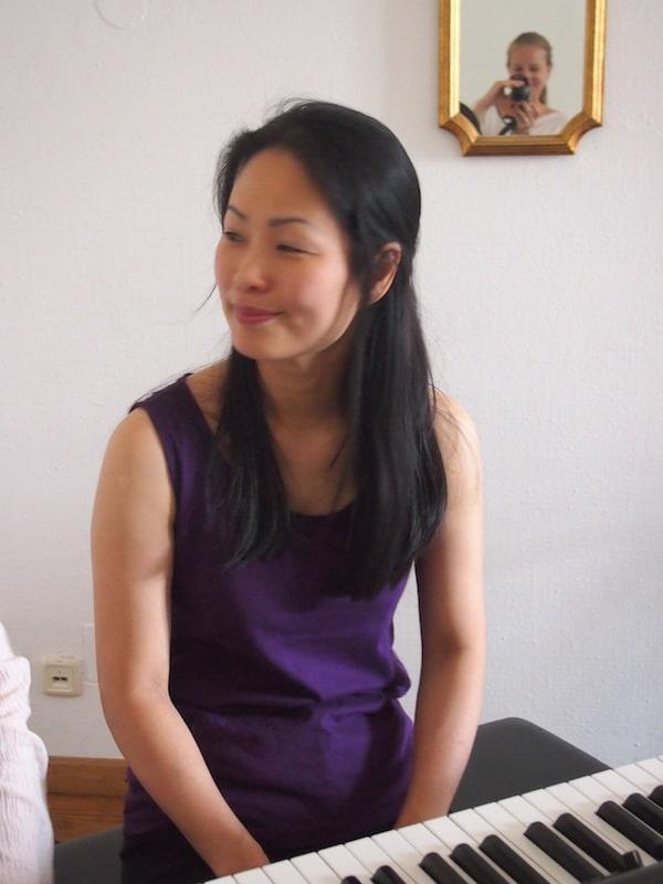 Tomiko steht uns stets zur Seite, um uns zu verbessern und unseren Klang zu schulen ...