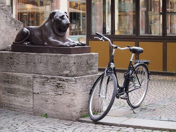 Gleich zu Beginn sichten wir diesen Löwen hier, sowie locker ein gutes Dutzend mehr: Leipzig scheint in der Tat die Stadt der Löwen zu sein!