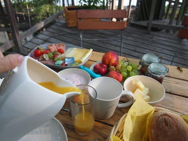 """Das Frühstück inmitten des """"rauschenden Blätterwaldes"""" lob' ich mir heute noch ..."""