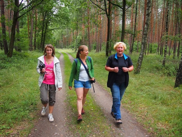 """Jetzt erst mal machen wir uns auf, mit der charmanten Karin (rechts im Bild) die schöne, sogenannte """"Heide-Biber-Tour"""" im Sächsischen Heideland zu erkunden!"""