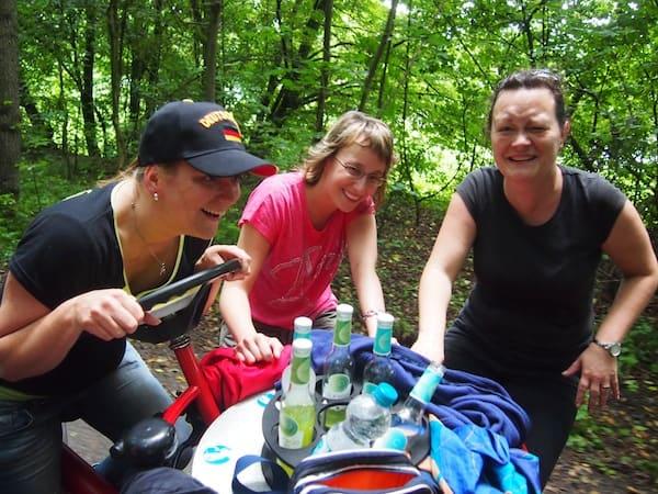 Los geht's auf dem Siebenrad mit fünf Mädels: Dieser fahrbare Untersatz bietet jede Menge Spaß für kleine Familien- und Freundesgruppen.