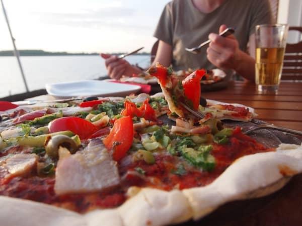 Hier ist die Stimmung einfach atemberaubend schön- wenn dann noch eine knusprig-leichte Pizza hinzu kommt, kann eigentlich nichts mehr schief gehen ...