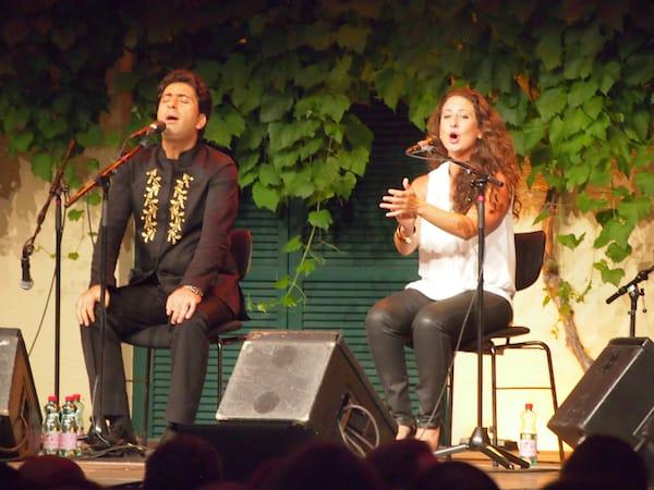"""Den Auftakt an diesem Abend bildet das stimmgewaltige Duo """"Quasida"""", Flamenco-Sängerin & iranischer Sänger in einer Liaison an Melodien wie ich sie noch nie zuvor gehört habe. Eindrucksvoll!"""