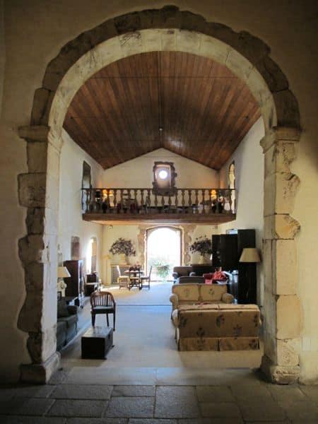 """In so einem bejahrten Gemäuer fühle ich mich rundum wohl. Die ehemalige Kapelle des """"Convento de Belmonte"""" wurde zu einem Wohnraum für die Hotelgäste umfunktioniert. Toll!"""