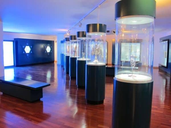 Die jüdische Gemeinschaft in Belmonte ist eine bedeutendsten in Portugal. Über Jahrhunderte haben Juden hier im Geheimen ihre Bräuche weitergelebt und sich nach Außen katholisch gegeben. Im jüdischen Museum kann man mehr über die spannenden Geschichten erfahren.