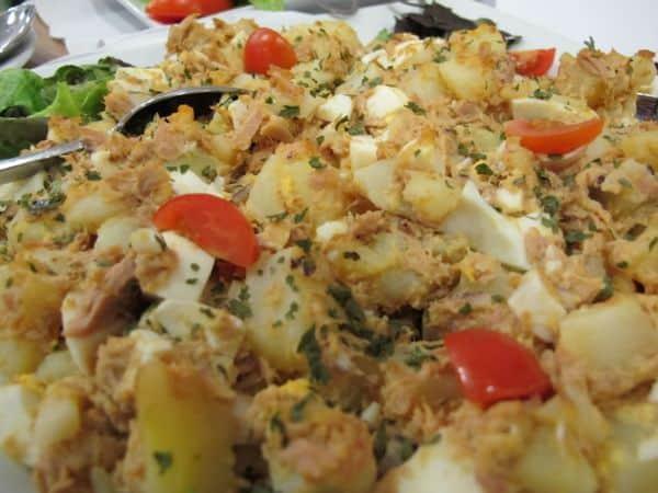 Thunfisch – Kartoffel Salat mit Ei. Yummie! Einfache aber exzellente Küche!