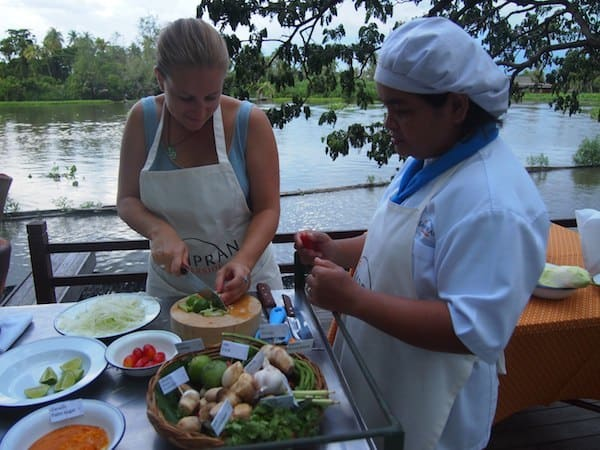 While in Bangkok, I also took part in this small cookery class with the local chef at Sampran Riverside Resort, preparing a typical soup & papaya salad.