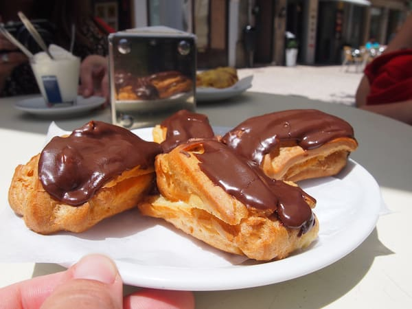I love the eclairs at Leitaria Da Quinta Do Paco.