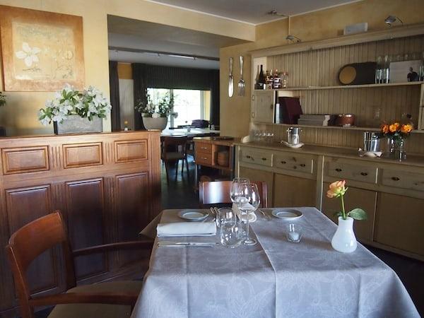 Von den Zimmern bis zur Terrasse und zum Restaurant, fühlen wir uns im Manoir Kasselslay rundum wohl und sind geneigt, gleich bis zum Abendessen zu bleiben!