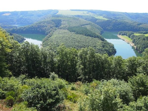 Die wunderschöne Landschaft des Naturpark Öewersauer ...