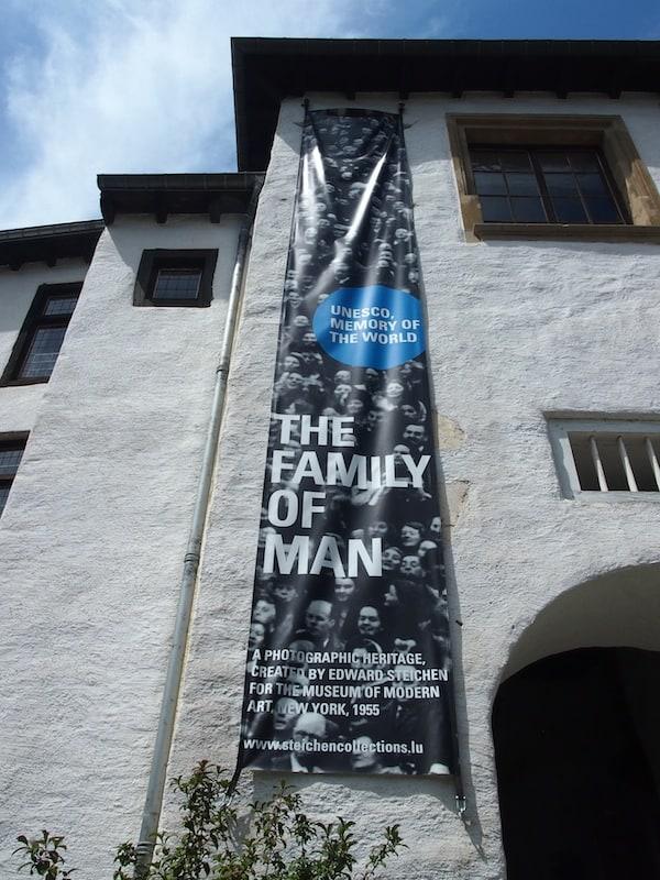 """... ist zugleich Heimat der (Welt)berühmten Fotoausstellung """"The Family Of Man"""" ..."""