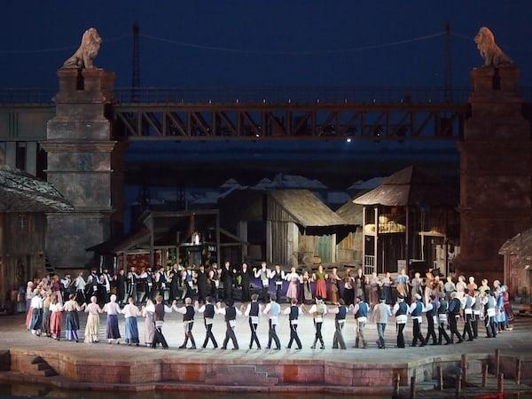 """... auf dem Festspielplan steht für die heurige Saison das heitere & wortwitzige Musical """"Anatevka""""."""