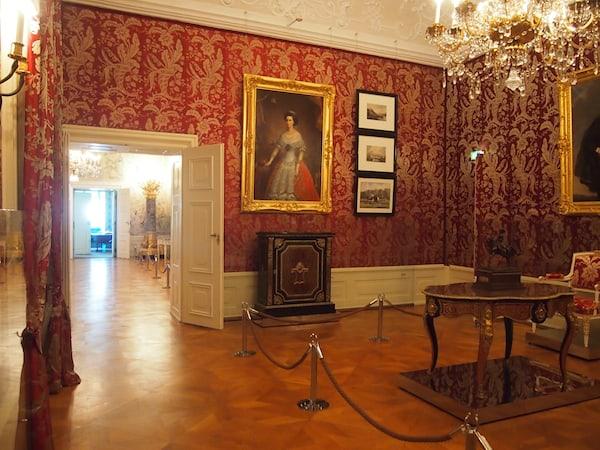 Neben der auf klassische Weise beeindruckenden Ausstattung des prachtvollen Schlosses ...