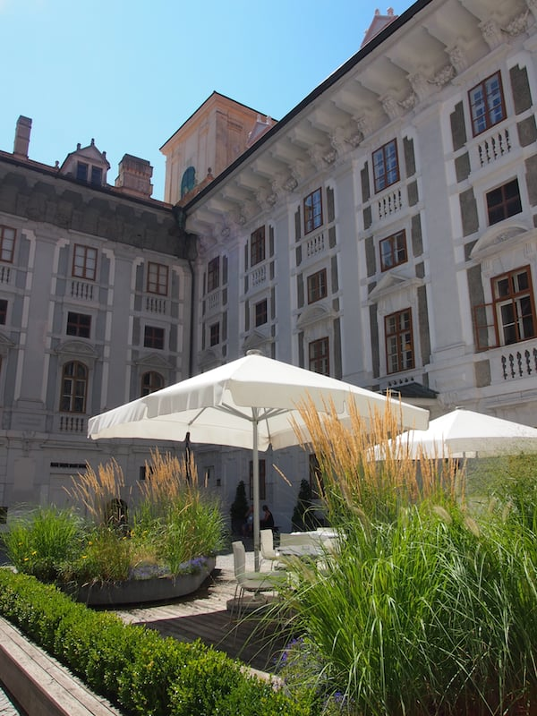 Atmosphärischer Blickfang im Innenhof des Schlosses.
