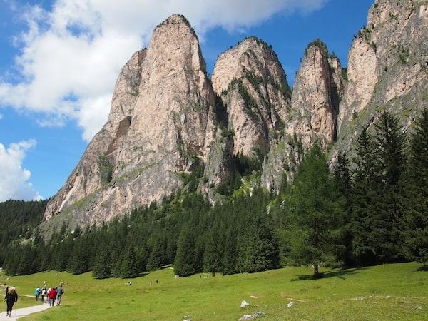 Angekommen im Val Gardena, lassen wir die Magie der UNESCO Weltnaturerbe-Landschaft der Südtiroler Dolomiten auf uns wirken ...