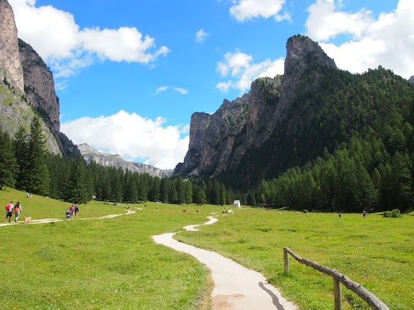 """... die Landschaft der Dolomiten ist aber auch """"zu schön, um wahr zu sein""""."""