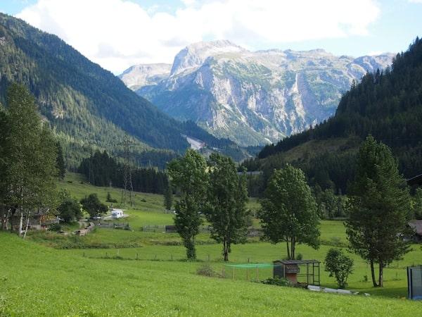 Ankommen am Maierlgut im Salzburger Land bedeutet unmittelbares Entspannen, Auftanken & Genießen - beim Anblick dieser magischen Landschaft kein Wunder.