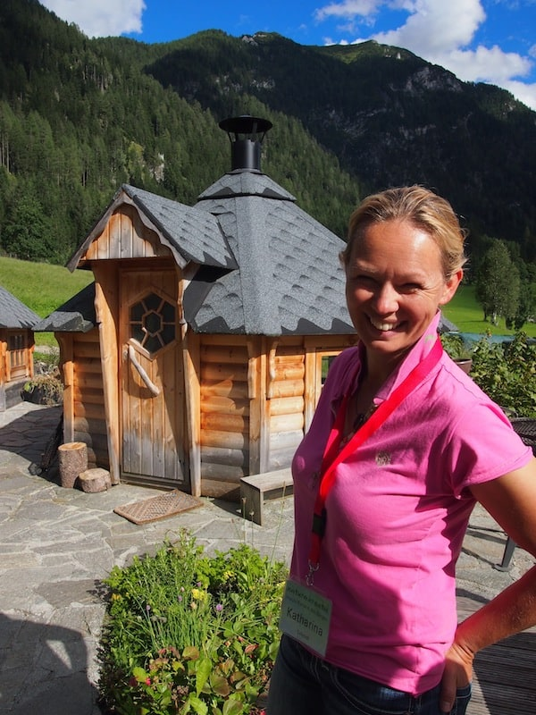Unsere liebe Kathi wie sie leibt & lebt, hier inmitten ihres blühenden Kräutergartens!