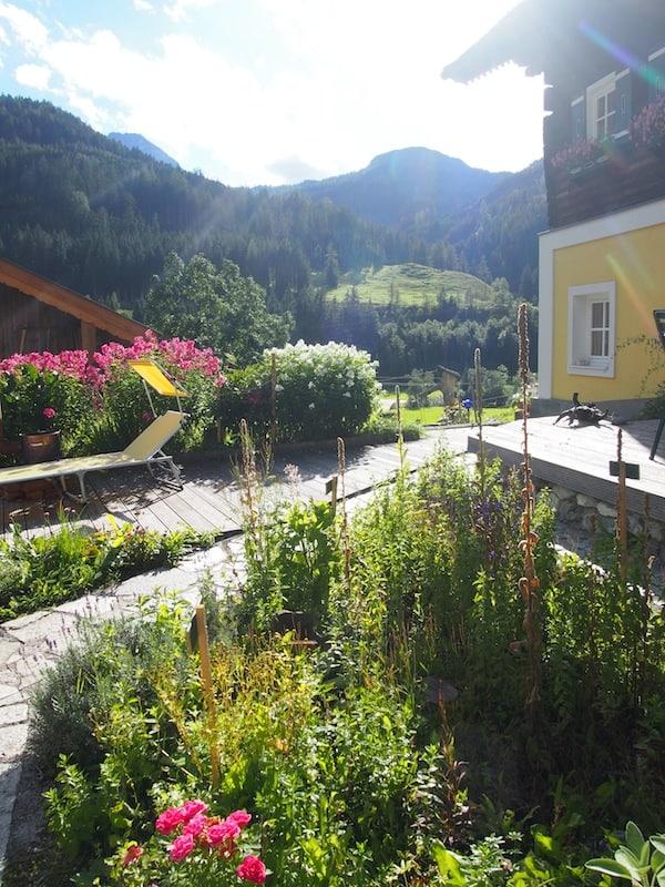 Ich mag mich gar nicht lösen aus diesem wunderschönen Garten am Maierlgut ...