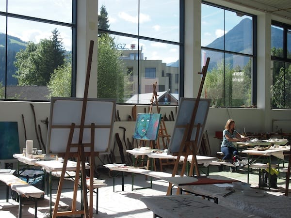 Zunächst: Das Ambiente unserer Kreativität in der großen Gemeinschaftshalle der Gemeinde von Altenmarkt ...