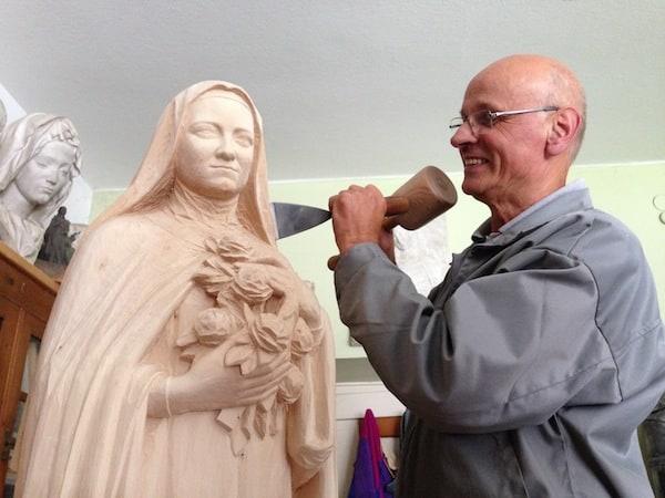Sein Kollege Ferdinando Perathoner arbeitet ebenfalls gerade an einem sakralen Motiv ...