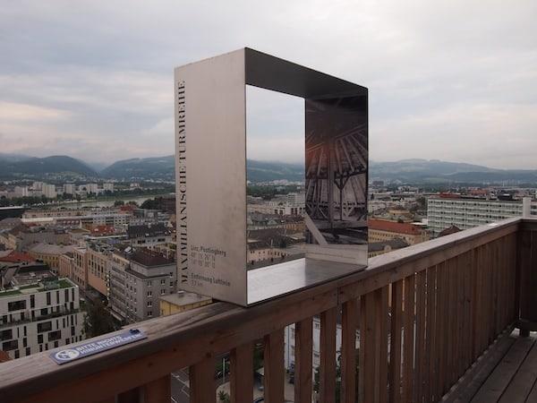 ... findet von diesem Turm im OÖ Kulturquartier seine Entsprechung: Die modernen Kunstinstallationen begeistern uns.