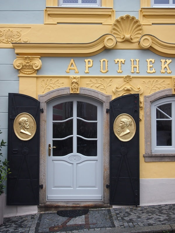 ... bedeutet bei all dem Bier auch gleich zu wissen, wo die (historische) Apotheke liegt. ;)