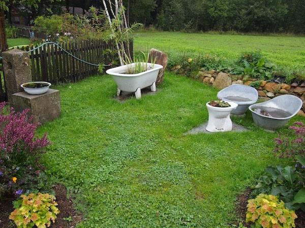 Der Garten wie auch die Waldschenke selbst, besticht durch viele liebevolle Details ...