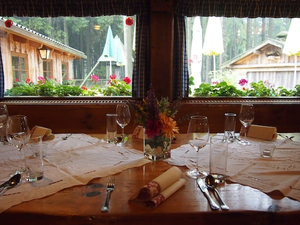 """Wer möchte nicht an diesem liebevoll gedeckten Tisch mit Aussicht auf das """"Waldviertel"""" Platz nehmen? :)"""