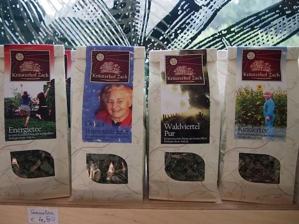 Ähnlich gut gefällt mir die lokale Linie aromatischer Kräuter-Tees aus dem Waldviertel!