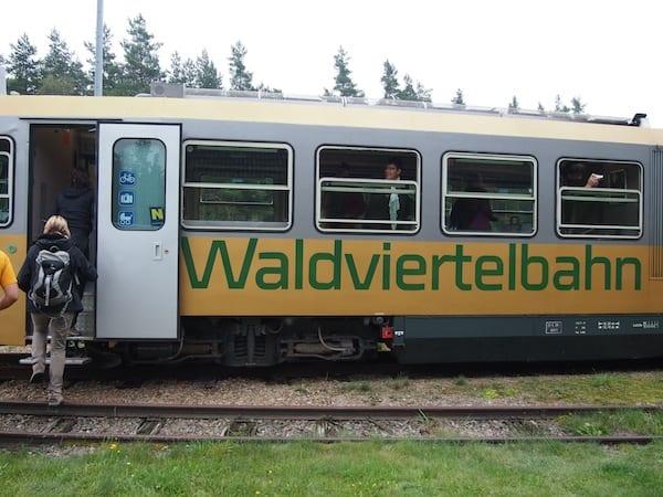 """Tipp: Direkt in Neu-Nagelberg hält übrigens die berühmte Waldviertler Schmalspurbahn """"Waldviertelbahn"""", welche von hier aus nach Gmünd bzw. Litschau unterwegs ist."""